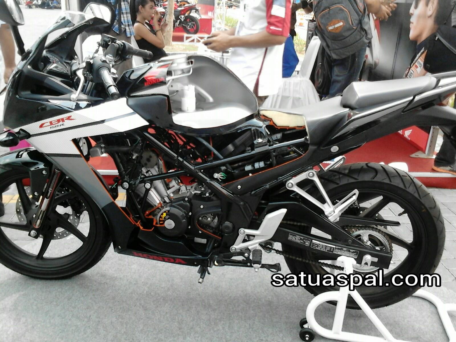 contoh modifikasi cbr 150 hitam